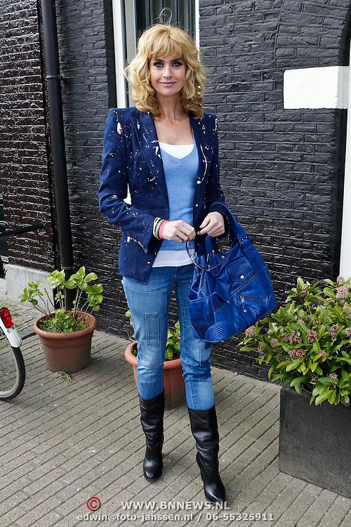 """NLD/Amsterdam/20100421 -  Presentatie Bastiaan van Schaik boek """"Koken met Modellen"""", Daphne Deckers"""
