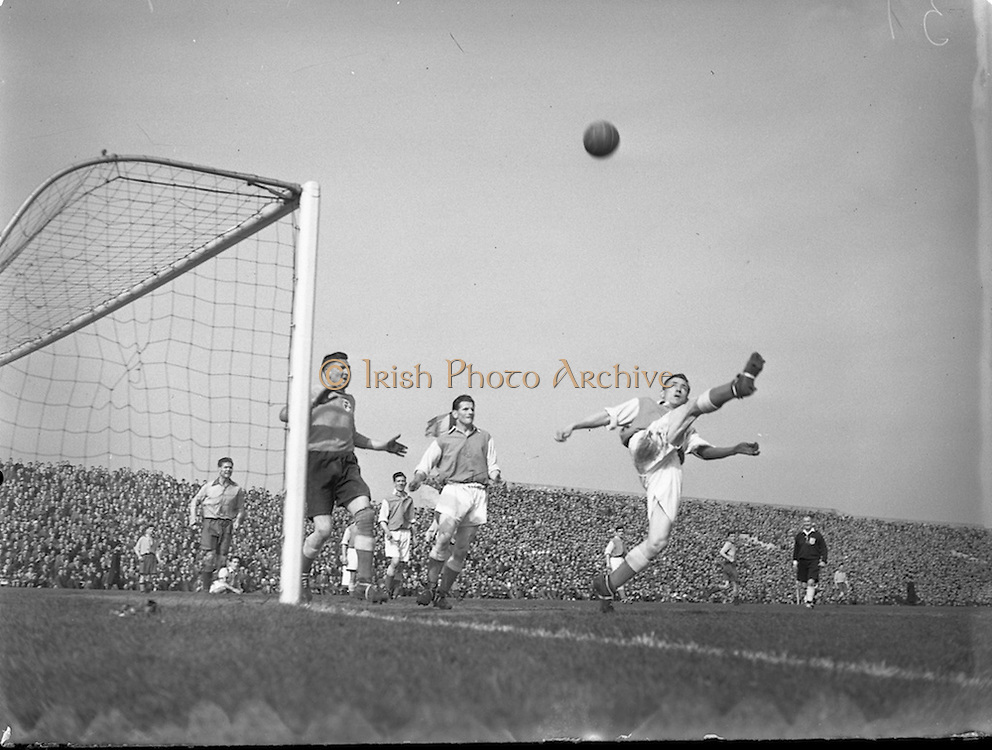 25/04/1954<br />