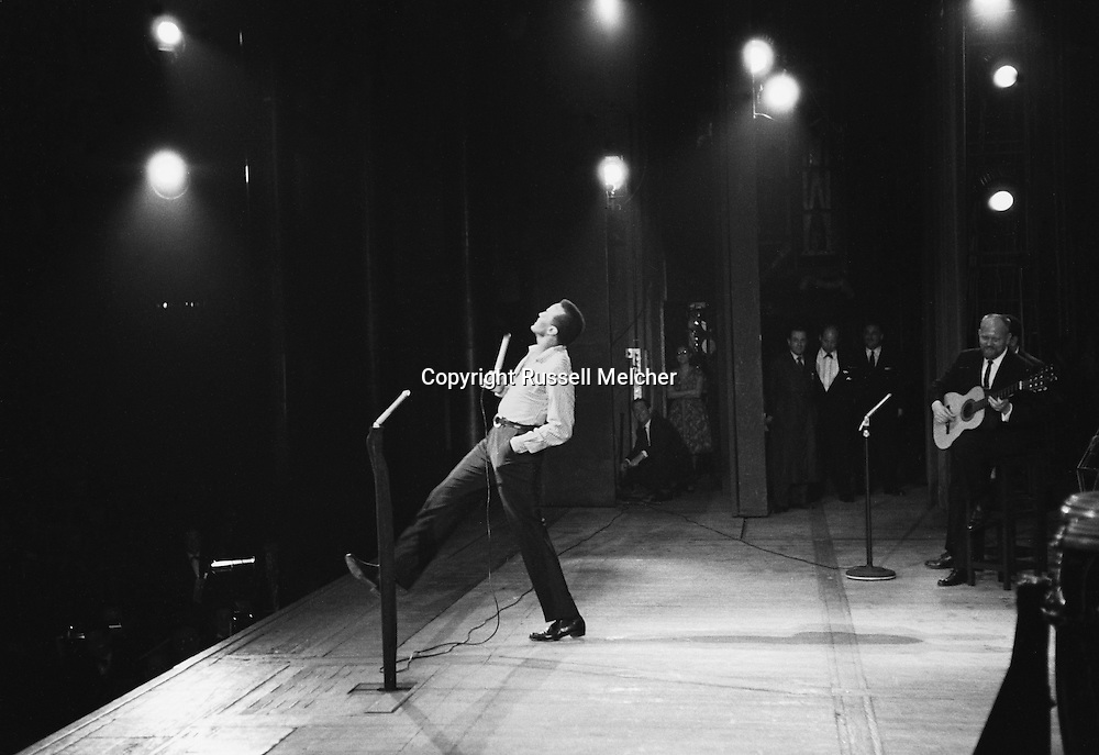 Harry Belafonte rehearsing for his show in the Palais de Chaillot in Paris, France.<br /> <br /> Paris.1958 .<br /> Harry Belafonte r&eacute;pete sur la sc&egrave;ne du Palais de Chaillot avant son concert