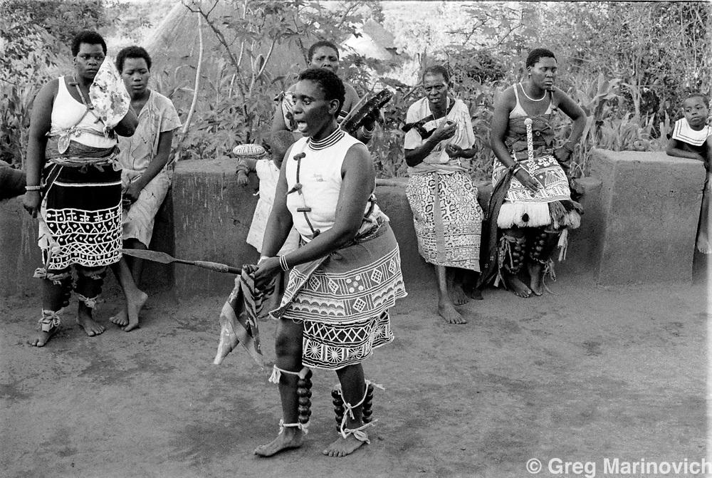 Initiation of Ndau medium / diviner at Dolly Village, Venda, South Africa Feb 4, 1991. (Greg Marinovich)