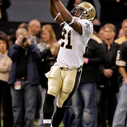 2009 October 18: New Orleans Saints running back Mike Bell (21) catches a pass during warm ups prior to kickoff of a 48-27 win by the New Orleans Saints over the New York Giants at the Louisiana Superdome in New Orleans, Louisiana.