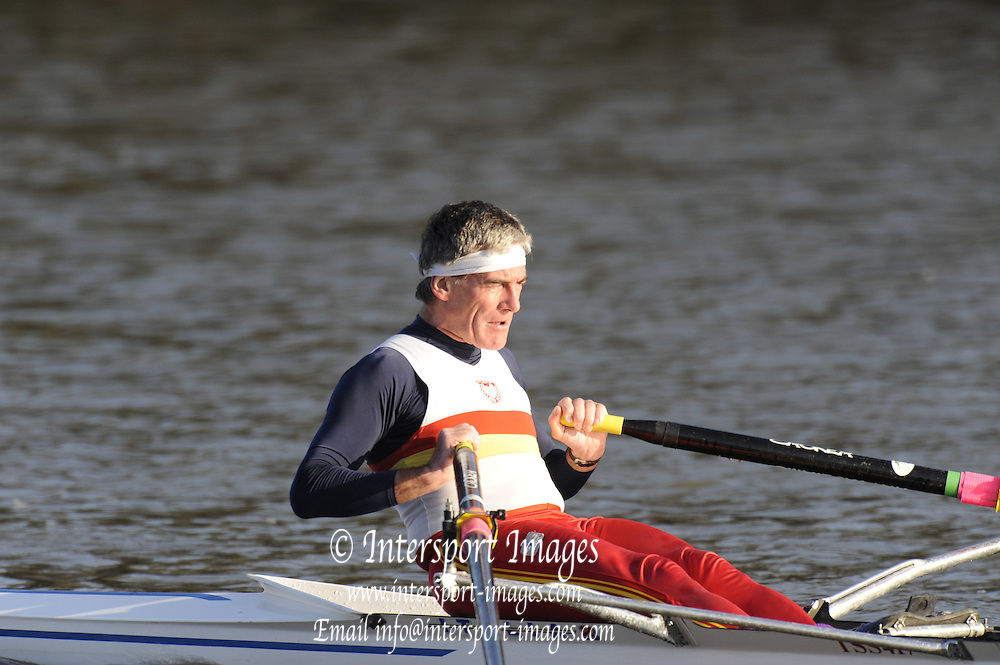 London, Great Britain,  Tideway Scullers  Clubs'   R, PIINCKNEY, racing, Veteran F, passes Chiswick Pier during the 2008 Scullers Head of the River Race,  raced over the Championship Course, Mortlake to Putney, on the River Thames.   Saturday, 06/12/2008. [Mandatory Credit: © Peter Spurrier/Intersport Images]. Rowing Course: River Thames, Championship course, Putney to Mortlake 4.25 Miles,