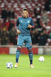 19.02.2014, Emirates Stadion, London, ESP, UEFA CL, FC Arsenal vs FC Bayern Muenchen, Achtelfinale, im Bild Jerome BOATENG #17 (FC Bayern Muenchen) beim warm up // during the UEFA Champions League Round of 16 match between FC Arsenal and FC Bayern Munich at the Emirates Stadion in London, Great Britain on 2014/02/19. EXPA Pictures © 2014, PhotoCredit: EXPA/ Eibner-Pressefoto/ Kolbert<br /> <br /> *****ATTENTION - OUT of GER*****