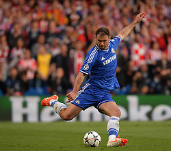 30.04.2014, Stamford Bridge, London, ENG, UEFA CL, FC Chelsea vs Atletico Madrid, Halbfinale, Rueckspiel, im Bild Chelsea's defender Branislav Ivanovic crosses the ball // Chelsea's defender Branislav Ivanovic crosses the ball during the UEFA Champions League Round of 4, 2nd Leg Match between Chelsea FC and Club Atletico de Madrid at the Stamford Bridge in London, Great Britain on 2014/05/01. EXPA Pictures &copy; 2014, PhotoCredit: EXPA/ Mitchell Gunn<br /> <br /> *****ATTENTION - OUT of GBR*****