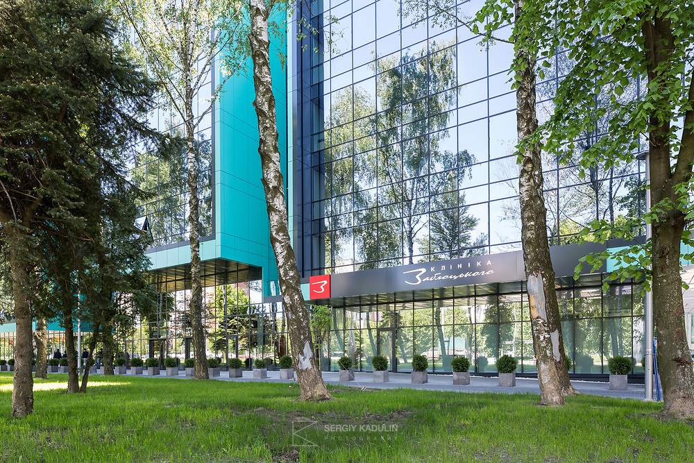 Архитектурная фотосъемка, фасад клиники Заблоцкого во Львове.
