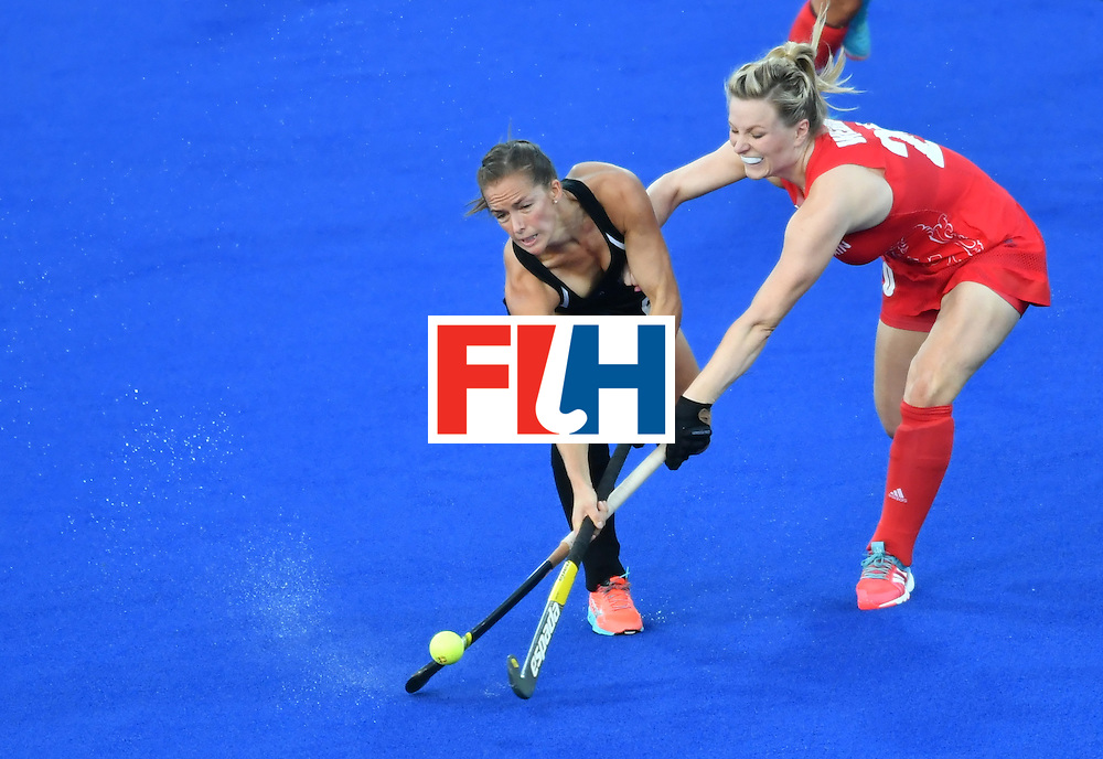 New Zealand's Petrea Webster (L) vies with Britain's Hollie Webb during the women's semifinal field hockey New Zealand vs Britain match of the Rio 2016 Olympics Games at the Olympic Hockey Centre in Rio de Janeiro on August 17, 2016. / AFP / Pascal GUYOT        (Photo credit should read PASCAL GUYOT/AFP/Getty Images)