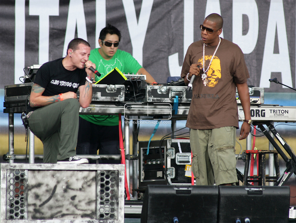 2nd July 2005, Philadelphia, PA. The USA Live 8 concert held in the city of Philadelphia. Pictured onstage is Linkin Park's Chester Bennington with rapper Jay Z.  PHOTO © JOHN CHAPPLE IN THE BIG APPLE. Tel (001) 212 397 7287.www.chapple.biz