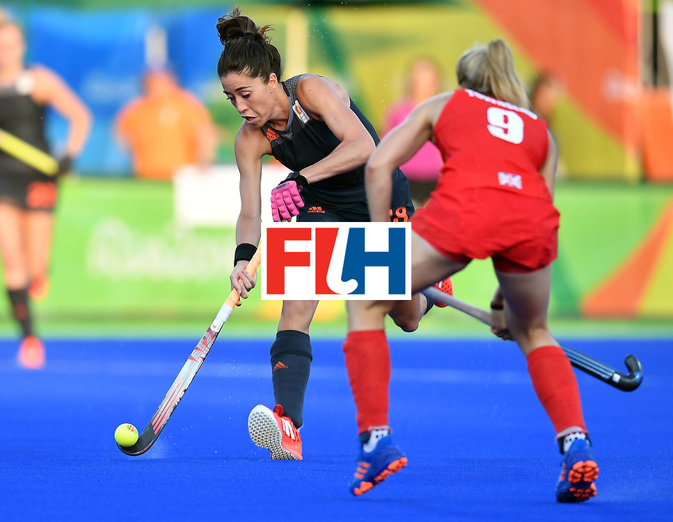 Netherlands' Naomi van As (L) vies with Britain's Susannah Townsend during the women's Gold medal hockey Netherlands vs Britain match of the Rio 2016 Olympics Games at the Olympic Hockey Centre in Rio de Janeiro on August 19, 2016. / AFP / MANAN VATSYAYANA        (Photo credit should read MANAN VATSYAYANA/AFP/Getty Images)