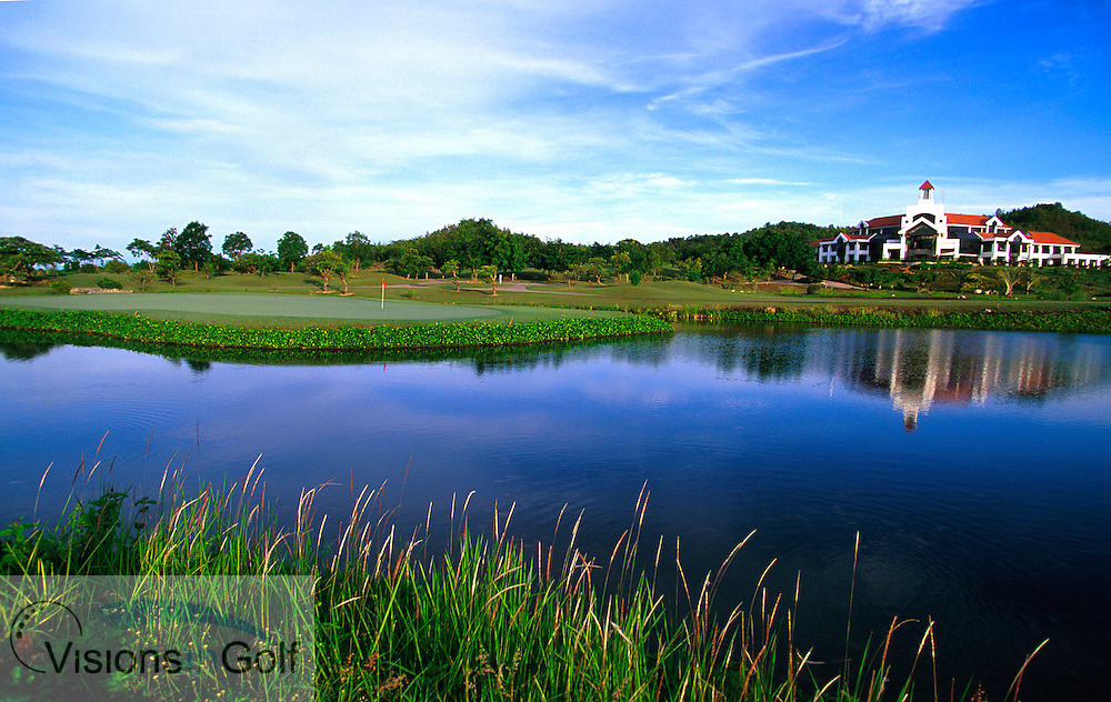 March 2005. Springfield Royal CC, Hua Hin, Thailand. Hole 18, par-five.<br /> Mandatory credit: Richard Castka / visionsingolf.com