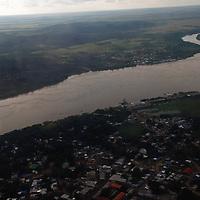 Vista aerea de Puerto Ayacucho y el rio Orinoco, estado Amazonas, Venezuela. ©Jimmy Villalta