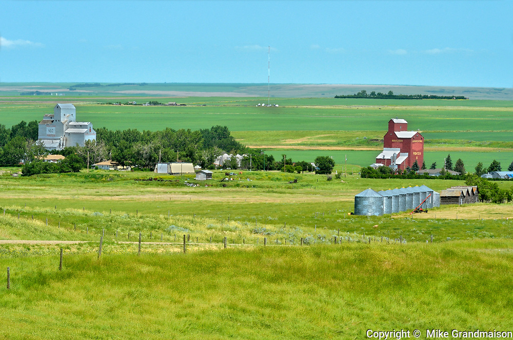 Grain elevators and the town of Ponteix<br /> Ponteix<br /> Saskatchewan<br /> Canada