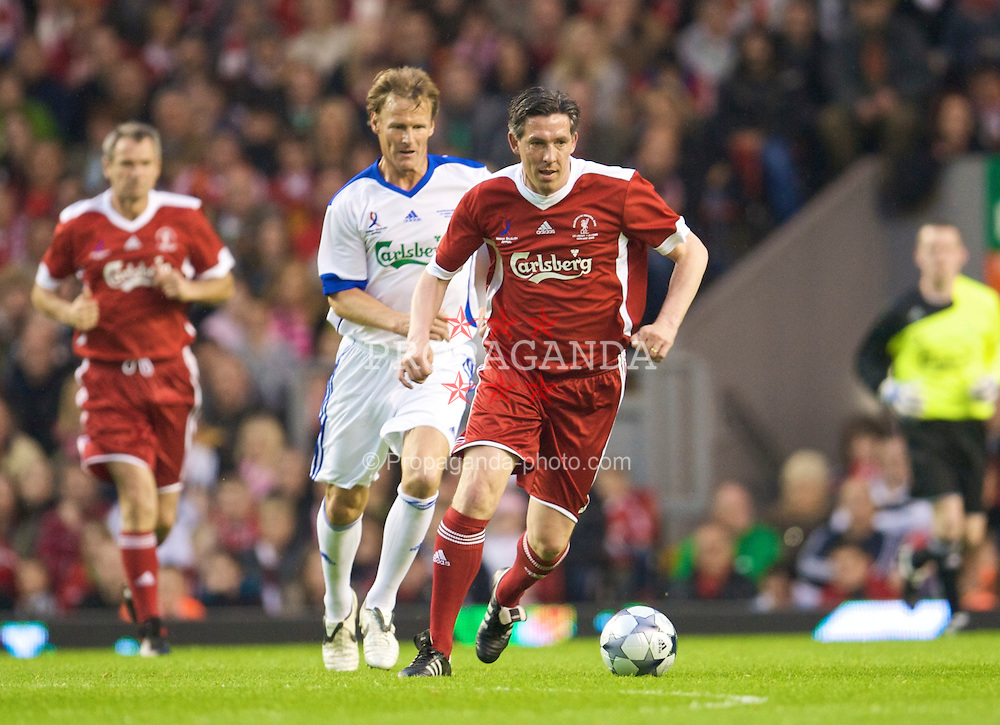 LIVERPOOL, ENGLAND - Thursday, May 14, 2009: Liverpool Legends' Gary Ablett and All Stars' Teddy Sheringham during the Hillsborough Memorial Charity Game at Anfield. (Photo by David Rawcliffe/Propaganda)