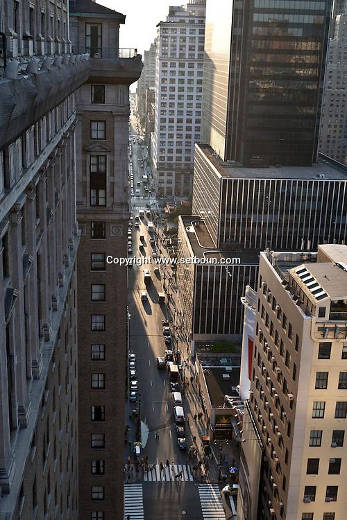 New york - 32 street  elevated view of the sreet  at sunset  New York - United states  / 32 em rue vue d en haut au coucher du soleil  New York - Etats unis