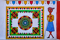 Inde, Gujarat, Kutch, village de Ludiya, population d'ethnie Meghwal, peinture murale sur une maison // India, Gujarat, Kutch, Ludiya village, Meghwal ethnic group, local wall painting