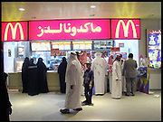 P5150553. Segregation at McDonalds. Women queue on the left section. Men on the right. . May 2000.  Riyadh, Saudi  Arabia. © Copyright Photograph by Dafydd Jones 66 Stockwell Park Rd. London SW9 0DA Tel 020 7733 0108 www.dafjones.com