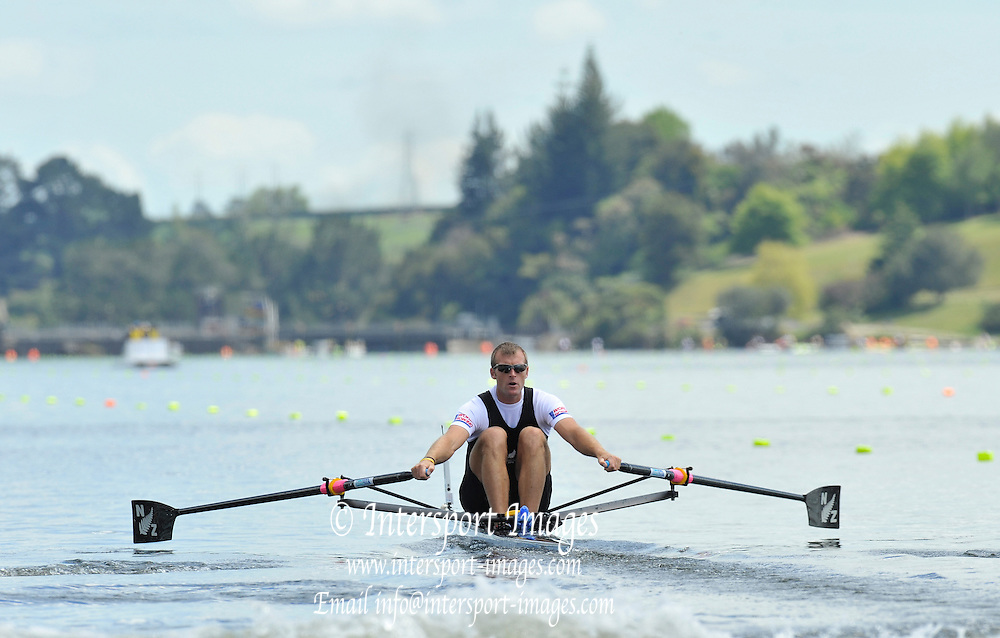 Hamilton, NEW ZEALAND.   NZL M1X Mahe DRYSDALE, moves away from the start in his heat of teh men's single sculls. 2010 World Rowing Championship on Lake Karapiro Monday 01.11.2010. [Mandatory Credit Peter Spurrier:Intersport Images].