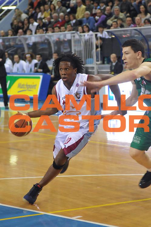 DESCRIZIONE : Rieti Lega A1 2007-08 Solsonica Rieti Montepaschi Siena<br /> GIOCATORE : Morris Finley<br /> SQUADRA : Solsonica Rieti<br /> EVENTO : Campionato Lega A1 2007-2008 <br /> GARA : Solsonica Rieti Montepaschi Siena<br /> DATA : 16/03/2008 <br /> CATEGORIA : Palleggio<br /> SPORT : Pallacanestro <br /> AUTORE : Agenzia Ciamillo-Castoria/E. Grillotti