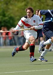 08-05-2005 HOCHEY: PINOKE-AMSTERDAM: AMSTELVEEN<br /> Amsterdam wint met 4-3 van Pinoke. Pinoke speelt door deze uitslag play out wedstrijden. - Paul van Esseveldt scoorde de 1-0<br /> ©2005-WWW.FOTOHOOGENDOORN.NL