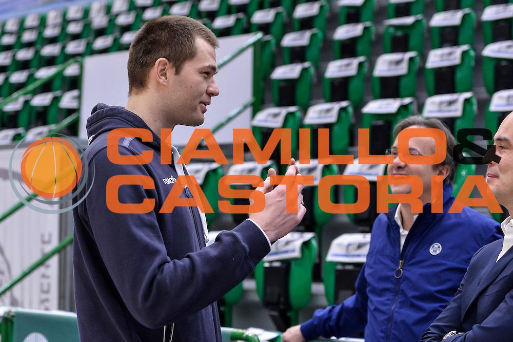Uros Slokar, Federico Pasquini<br /> Banco di Sardegna Dinamo Sassari - Red October Pallacanestro Cantù<br /> LegaBasket Serie A Poste Mobile 2016/2017<br /> Sassari 12/02/2017<br /> Foto Ciamillo-Castoria