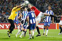20090415: PORTO, PORTUGAL - FC Porto vs Manchester United: Champions League 2008/2009 Ð Quarter Finals Ð 2nd leg. In picture: Helton and John O Shea. PHOTO: Ricardo Estudante/CITYFILES