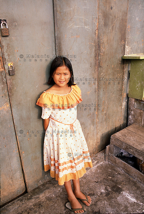 Indonesia, Java island: Yogyakarta, little girl. Indonesia; Giava: Yogyakarta, ragazzina.