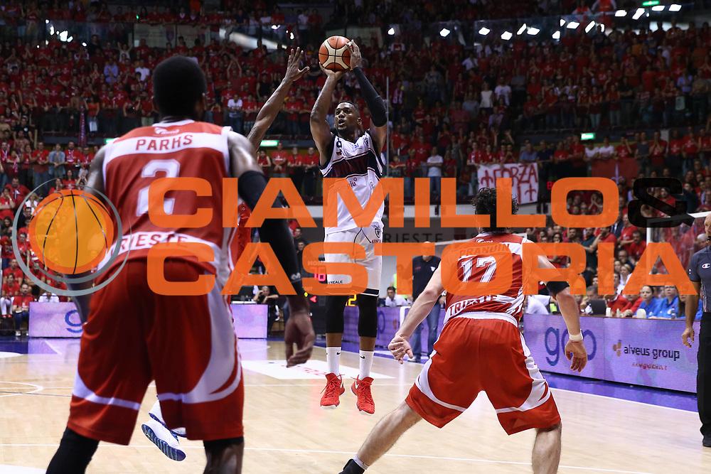Alma Trieste - SKontatto Foritutdo Bologna<br /> Campionato Basket LNP 2016/2017<br /> Play Off Semifinali Gara 5<br /> Trieste 08/06/2017<br /> Foto Ciamillo-Castoria/A.Gilardi