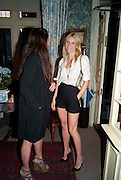ELIZABETH SALTZMAN; GWYNETH PALTROW, Dinner hosted by Elizabeth Saltzman for Mario Testino and Kate Moss. Mark's Club. London. 5 June 2010. -DO NOT ARCHIVE-© Copyright Photograph by Dafydd Jones. 248 Clapham Rd. London SW9 0PZ. Tel 0207 820 0771. www.dafjones.com.