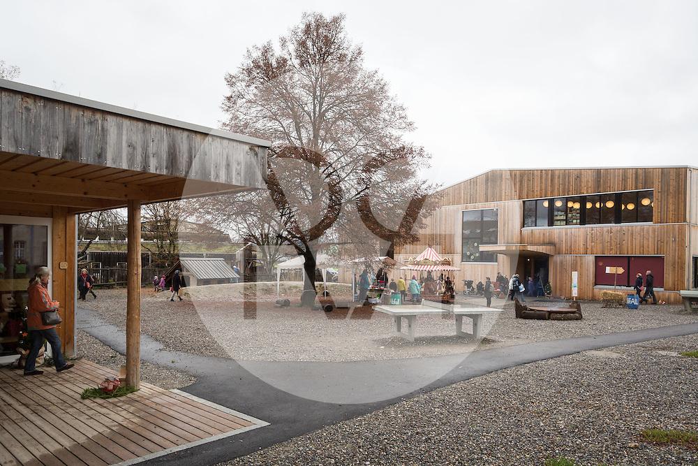 SCHWEIZ - SCHAFISHEIM - Adventsbasar an der Rudolf Steiner Schule Aargau, hier der Schulhof mit den Neubauten - 19. November 2016 © Raphael Hünerfauth - http://huenerfauth.ch