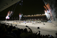 """5.2.2011, Olympiastadion, Helsinki..J??kiekon SM-liiga 2010-11. """"Talviklassikko"""" Jokerit - HIFK..Joukkueet kaukalossa valmiina otteluun..©Juha Tamminen."""