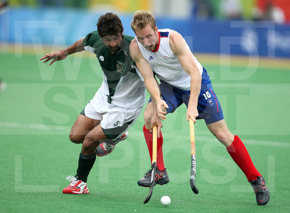 ..Barry Middleton (R) Great Britain and Muhammad Saqlain of Pakistan (R)during Day 3 at the Beijing Olympic Green Hockey Stadium, Beijing Olympics 11-8-08  ..Photo: Grant Treeby/WSPHockey, Great Britain Vs Pakistan on day 3 at the ..Beijing Olympic Green Hockey Stadium 11-8-08  ..Photo: Grant Treeby/WSP