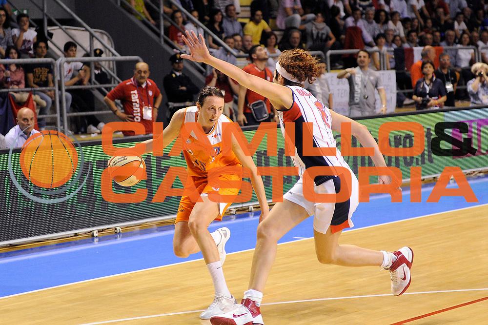 DESCRIZIONE : Schio LBF Playoff Finale Gara 3 Cras Basket Taranto Famila Wuber Schio<br /> GIOCATORE : <br /> CATEGORIA : <br /> SQUADRA : Famila Wuber Schio Cras Basket Taranto<br /> EVENTO : Campionato Lega Basket Femminile A1 2011-2012<br /> GARA : Cras Basket Taranto Famila Wuber Schio<br /> DATA : 08/05/2012<br /> SPORT : Pallacanestro <br /> AUTORE : Agenzia Ciamillo-Castoria/C.De Massis<br /> Galleria : Lega Basket Femminile 2011-2012<br /> Fotonotizia : Schio LBF Playoff Finale Gara 3 Cras Basket Taranto Famila Wuber Schio<br /> Predefinita :