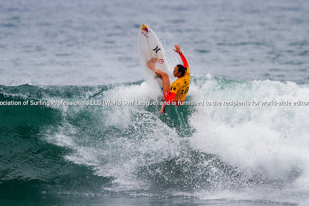 Carissa Moore (HAW) won her second round heat today and has advanced into the third round at Vans U.S. Open of Surfing.
