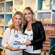 NLD/Amsterdam/20100218 - Presentatie boekje Vivienne Ewbank door Tanja Jess ,