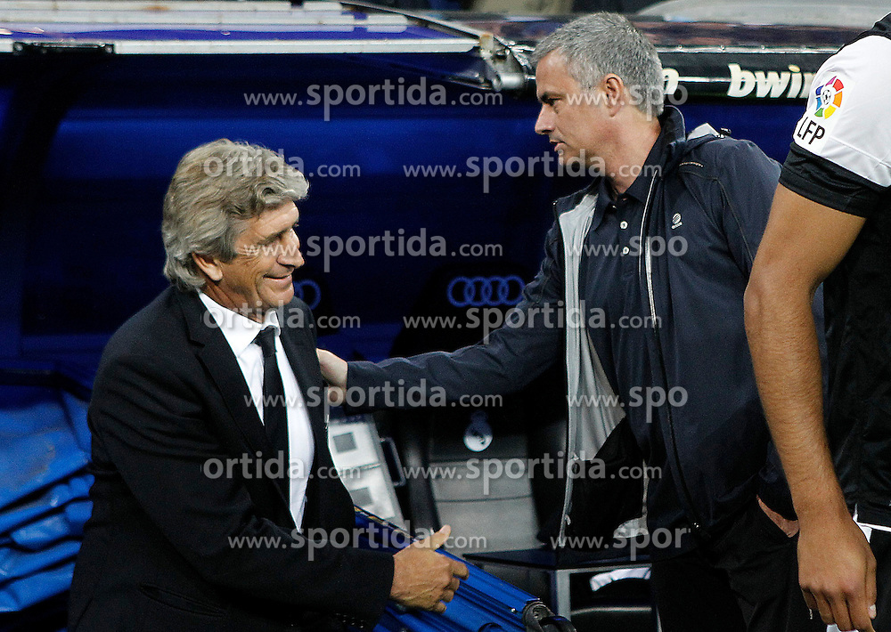 08.05.2013, Estadio Santiago Bernabeu, Madrid, ESP, Primera Division, Real Madrid vs FC Malaga, 36. Runde, im Bild Real Madrid's coach Jose Mourinho (l) and Malaga's coach Manuel Pellegrini // during the Spanish Primera Division 36th round match between Real Madrid CF and Malaga FC at the Estadio Santiago Bernabeu, Madrid, Spain on 2013/05/08. EXPA Pictures © 2013, PhotoCredit: EXPA/ Alterphotos/ Acero..***** ATTENTION - OUT OF ESP and SUI *****