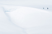 Zwei Schneeschuhwanderer im Schnee<br /> <br /> Two people on snowshoes hiking in the snow