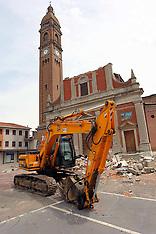 20120608 TERREMOTO NEL FERRARESE- GIANFRANCO FINI IN VISITA A MIRABELLO