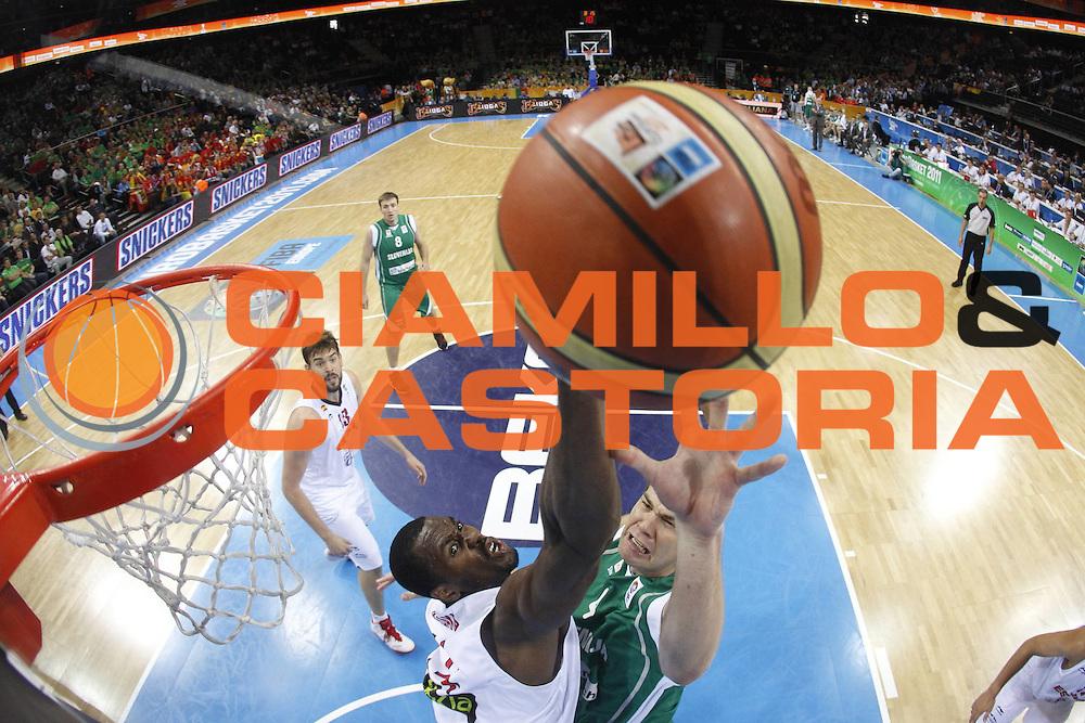 DESCRIZIONE : Kaunas Lithuania Lituania Eurobasket Men 2011 Quarter Final Round Spagna Slovenia Spain Slovenia<br /> GIOCATORE : Uros Slokar<br /> CATEGORIA : tiro special<br /> SQUADRA : Spagna Slovenia Spain Slovenia<br /> EVENTO : Eurobasket Men 2011<br /> GARA : Spagna Slovenia Spain Slovenia<br /> DATA : 14/09/2011<br /> SPORT : Pallacanestro <br /> AUTORE : Agenzia Ciamillo-Castoria/M.Metlas<br /> Galleria : Eurobasket Men 2011<br /> Fotonotizia : Kaunas Lithuania Lituania Eurobasket Men 2011 Quarter Final Round Spagna Slovenia Spain Slovenia<br /> Predefinita :