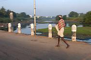 INDE<br /> Passant dans un quartier Intouchable &agrave; Chennai.