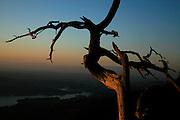 Vue sur le lac de Gruyères du Mont Bifé / Biffé, Botterens à la tombé de la nuit. Sicht auf den Greyerzersee im Abendlicht vom Biffé oberhalb Botterens.