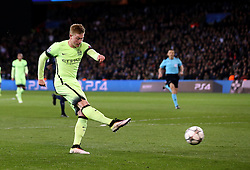 Kevin De Bruyne of Manchester City scores the opening goal - Mandatory by-line: Robbie Stephenson/JMP - 06/04/2016 - FOOTBALL - Parc des Princes - Paris,  - Paris Saint-Germain v Manchester City - UEFA Champions League Quarter Finals First Leg