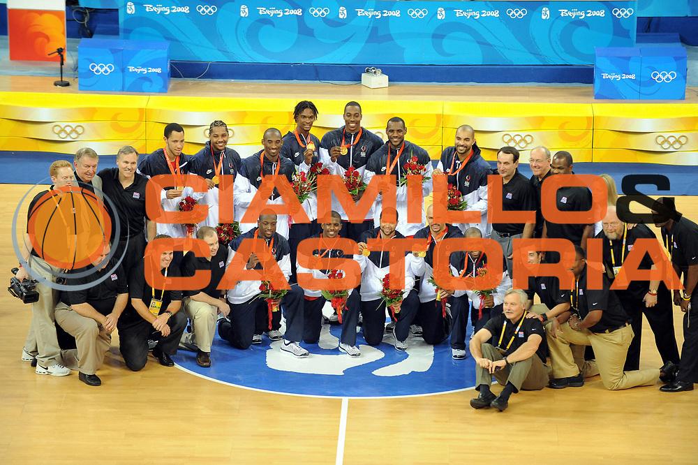 DESCRIZIONE : Beijing Pechino Olympic Games Olimpiadi 2008 Final Gold Medal 1-2 posto place Spain Usa<br />GIOCATORE : Team Usa<br />SQUADRA : Usa<br />EVENTO : Olympic Games Olimpiadi 2008<br />GARA : Spagna Usa<br />DATA : 24/08/2008 <br />CATEGORIA : Premiazione Ritratto<br />SPORT : Pallacanestro <br />AUTORE : Agenzia Ciamillo-Castoria/M.Ciamillo<br />Galleria : Beijing Pechino Olympic Games Olimpiadi 2008 <br />Fotonotizia : Beijing Pechino Olympic Games Olimpiadi 2008 Final Gold Medal 1-2 posto place Spain Usa<br />Predefinita : Si