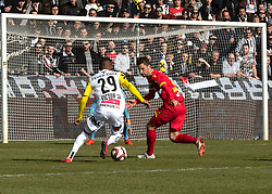 16.02.2019, TGW Arena, Pasching, AUT, OeFB Uniqa Cup, LASK vs SKN St. Pölten, Viertelfinale, im Bild v.l. Joao Victor Santos Sa (LASK), Michael Ambichl (SKN St.Poelten) // during the quaterfinal match of the ÖFB Uniqa Cup between LASK and SKN St. Pölten at the TGW Arena in Pasching, Austria on 2019/02/16. EXPA Pictures © 2019, PhotoCredit: EXPA/ Reinhard Eisenbauer