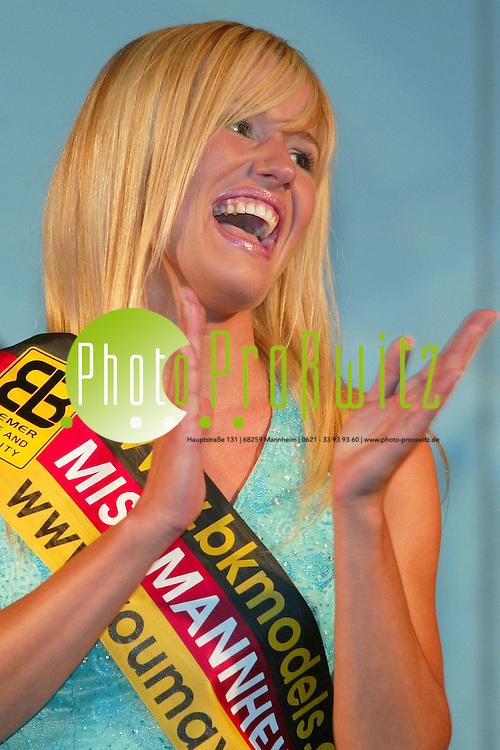 Mannheim. Schneckenhof. Wahl zur Miss Mannheim 2004.<br /> Katharina Kriese, Studentin aus MA f&uuml;hrt die drei Sch&ouml;nsten an. auf dem zweiten Platz folgt Sarah Rostock, gefolgt von Jenny Vilsmeier<br /> <br /> Bild: Markus Pro&szlig;witz