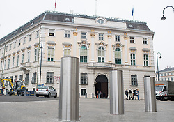 THEMENBILD - Poller am Ballhausplatz vor dem Bundeskanzleramt. Aufgenommen am 18.10.2017 in Wien, Österreich // Bollards in front of the Federal Chancellery in Vienna, Austria on 2017/10/18. EXPA Pictures © 2017, PhotoCredit: EXPA/ Michael Gruber