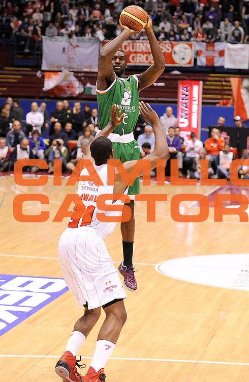 DESCRIZIONE : Milano Campionato LegaA 2013-14 EA7 Emporio Armani Milano Montepaschi Siena<br /> GIOCATORE : Othello Hunter<br /> CATEGORIA : Tiro Three Points<br /> SQUADRA : Montepaschi Siena<br /> EVENTO : Campionato LegaA 2013-14<br /> GARA : EA7 Emporio Armani Milano Montepaschi Siena<br /> DATA : 12/01/2014<br /> SPORT : Pallacanestro <br /> AUTORE : Agenzia Ciamillo-Castoria/  A. Giberti<br /> Galleria : Campionato LegaA 2013-14  <br /> Fotonotizia : Milano Campionato LegaA 2013-14 EA7 Emporio Armani Milano Montepaschi Siena<br /> Predefinita :