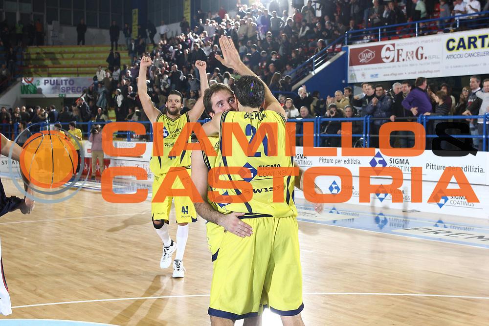 DESCRIZIONE : Porto San Giorgio Lega A 2009-10 Sigma Coatings Montegranaro Angelico Biella<br /> GIOCATORE : Daniele Cavaliero Dejan Ivanov<br /> SQUADRA : Sigma Coatings Montegranaro <br /> EVENTO : Campionato Lega A 2009-2010 <br /> GARA : Sigma Coatings Montegranaro Angelico Biella<br /> DATA : 13/12/2009<br /> CATEGORIA : esultanza<br /> SPORT : Pallacanestro <br /> AUTORE : Agenzia Ciamillo-Castoria/C.De Massis<br /> Galleria : Lega Basket A 2009-2010 <br /> Fotonotizia : Porto San Giorgio Lega A 2009-10 Sigma Coatings Montegranaro Angelico Biella<br /> Predefinita :