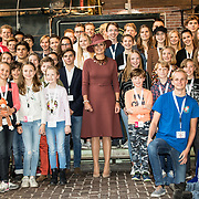 NLD/Utrecht/20191002 - Maxima bij Science Makers Awards, Groepsfoto met Koningin Maxima