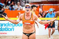DEN HAAG - Poulewedstrijd Meppelink/van Iersel tegen Mashkova / Tsimbalova , Beachvolleybal , WK Beach Volleyball 2015 , 26-06-2015 , Madelein Meppelink