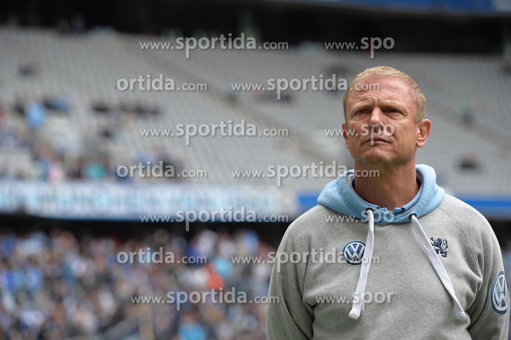 27.09.2015, Allianz Arena, Muenchen, GER, 2. FBL, TSV 1860 Muenchen vs RB Leipzig, 9. Runde, im Bild Torsten Froehling, Trainer (TSV 1860 Muenchen), Einzelbild, // during the 2nd German Bundesliga 9th round match between TSV 1860 Munich vs RB Leipzig at the Allianz Arena in Muenchen, Germany on 2015/09/27. EXPA Pictures &copy; 2015, PhotoCredit: EXPA/ Eibner-Pressefoto/ Buthmann<br /> <br /> *****ATTENTION - OUT of GER*****
