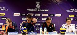 01-06-2014 NED: WLV Nederland - Zuid Korea, Eindhoven<br /> Jeroen Rauwerdink, Coach Edwin Benne, Kiwon Park, Sun-So Han persconferentie